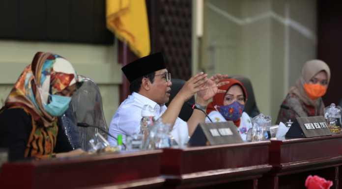 Gus Menteri saat memberikan arahan kepada Dinas Pemberdayaan Masyarakat Desa dan Transmigrasi Provinsi Lampung di Gedung Pasiban, Bandar Lampung